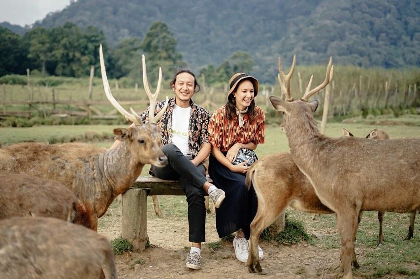 Potret liburan Nadine Chandrawinata dan Dimas Anggara © 2020 brilio.net