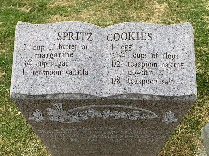 batu nisan bertuliskan resep Berbagai Sumber