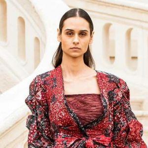 6 Potret outfit batik khas Lasem yang melenggang di Paris Fashion Week