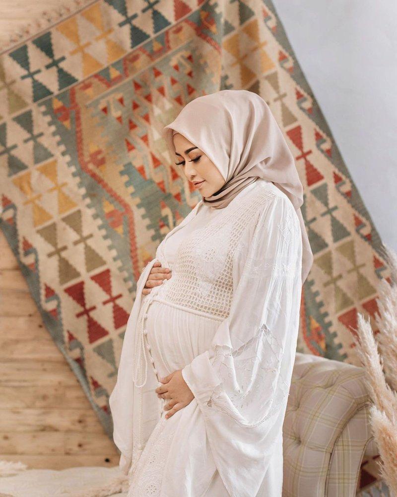 10 Pemotretan maternity selebgram, unik dalam berbagai tema