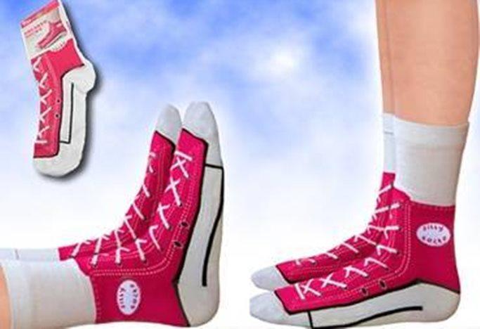 desain nyeleneh kaus kaki Berbagai Sumber