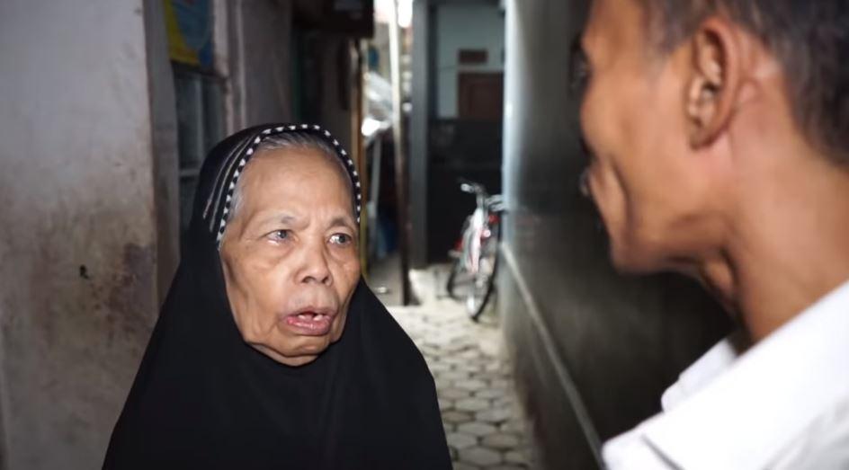 momen ade londok beli mobil untuk ibu © 2020 YouTube/ Ade Londok Asli