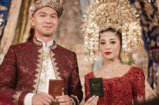 Pasangan 5 seleb ini dapat gelar Minang setelah menikah