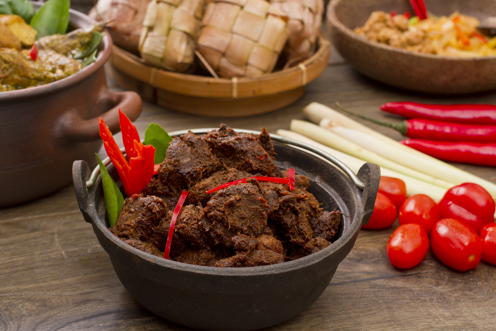 7 Makanan Padang legendaris wajib dicoba, termasuk rendang & teh talua berbagai sumber