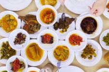 7 Makanan Padang legendaris wajib dicoba, termasuk rendang & teh talua