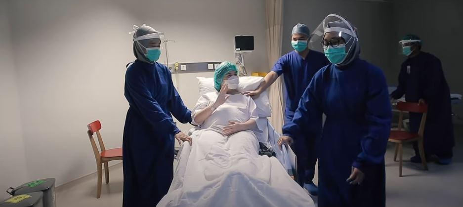 Chelsea Oliva melahirkan anak kedua ©Instagram & YouTube