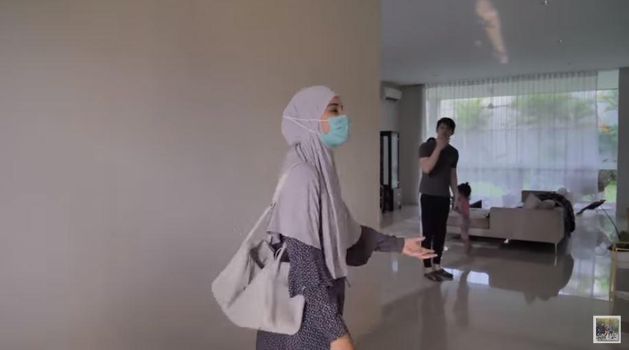 rumah sementara Zaskia Sungkar © YouTube