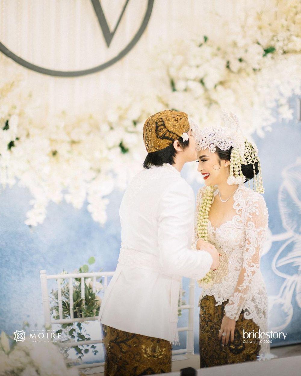 Pernikahan Kevin Aprilio dan Vicy berbagai sumber