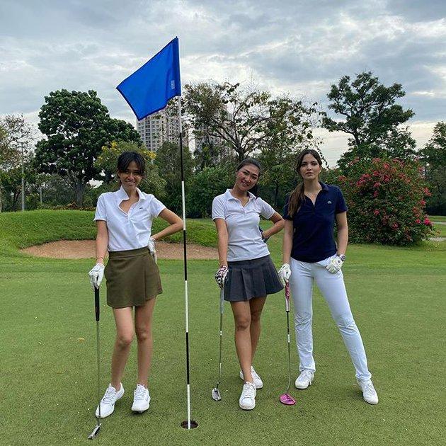 Nia Ramadhani dan geng main golf © 2020 brilio.net Instagram