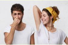10 Cara menghilangkan bau badan secara alami, aman, dan ampuh