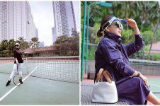 Gaya cetar Syahrini saat bermain tennis, harga leggingnya fantastis