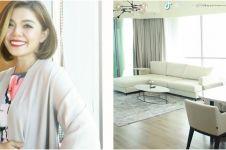 14 Penampakan apartemen Merry Riana, bergaya modern serba putih