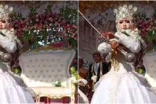 Antimainstream, pengantin ini atraksi jadi mayoret saat pernikahannya