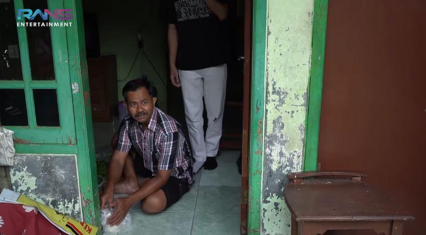 rumah tukang bakso mirip Raffi Ahmad © YouTube