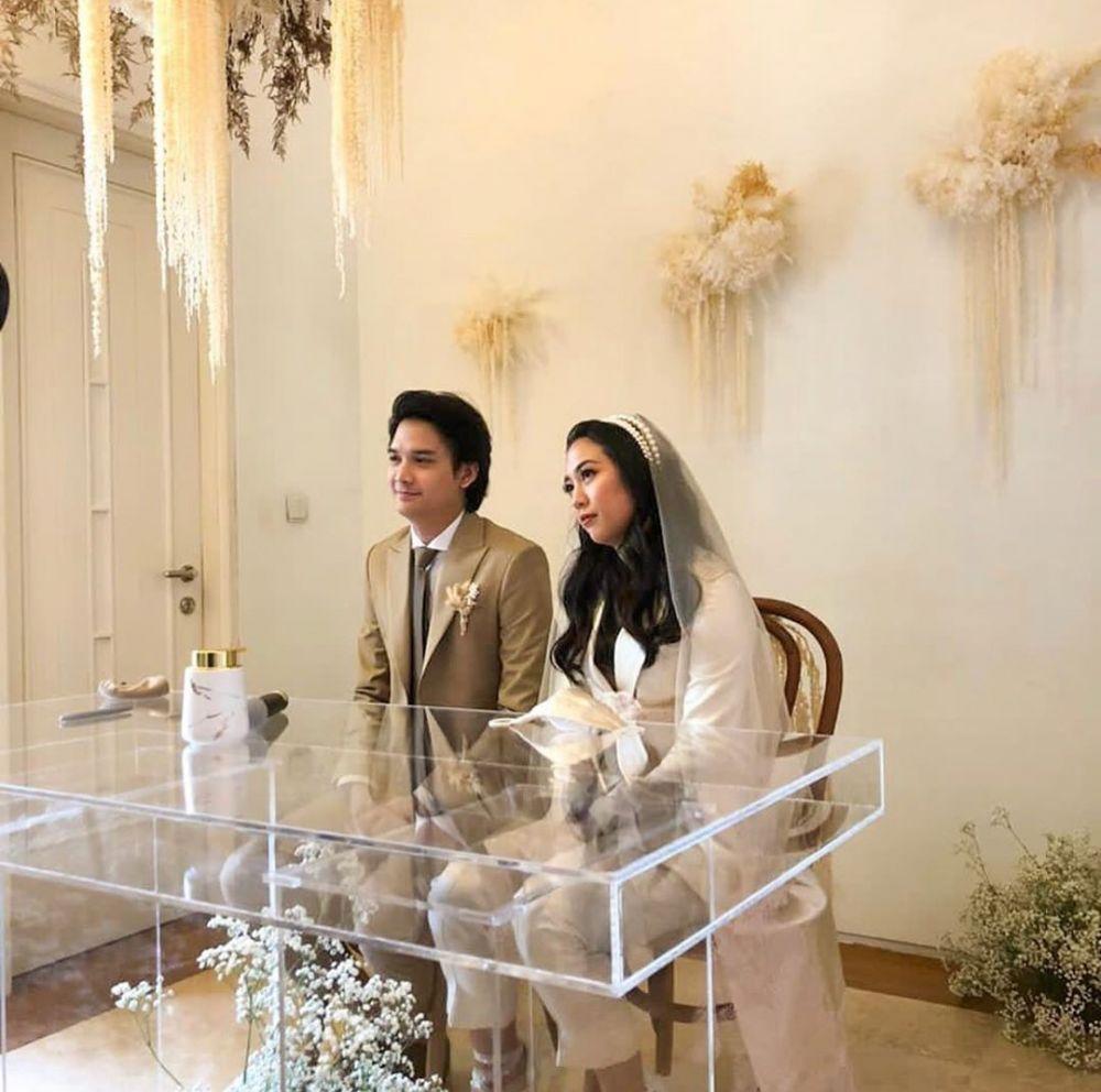 Seleb menikah nggak pakai gaun pengantin © Instagram
