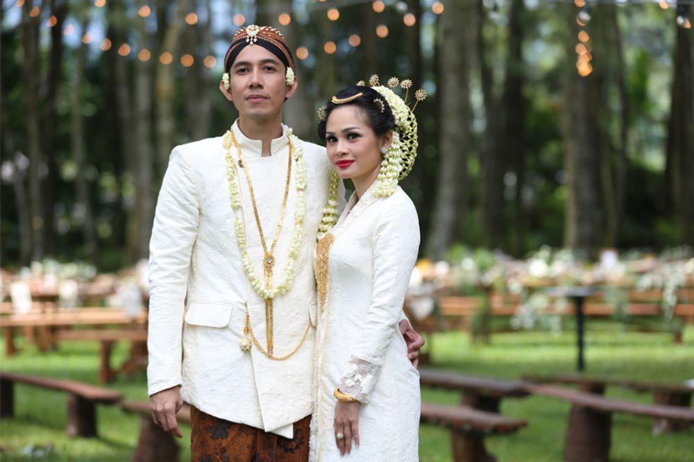 momen pernikahan penyanyi dengan adat jawa © berbagai sumber