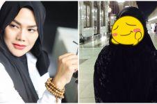 Biasa tampil glamor, 8 potret Sarita Abdul Mukti tanpa makeup tebal
