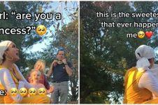 Aksi wanita bertemu gadis kecil saat photoshoot ini bikin salut