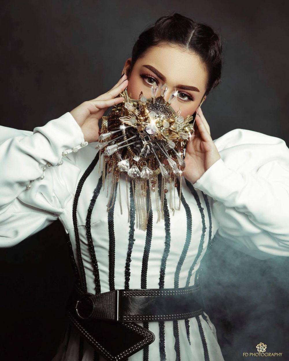 Pemotretan seleb dengan masker mewah © 2020 brilio.net