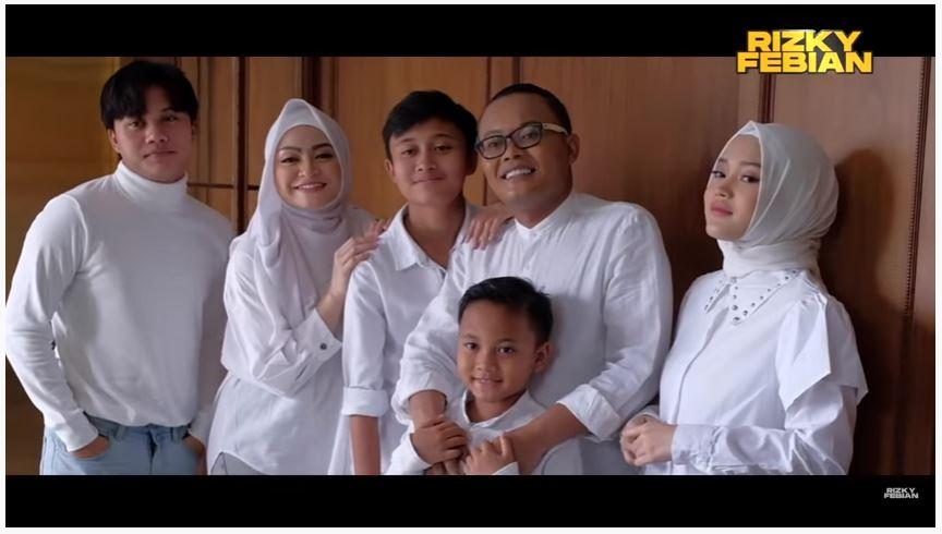 Pemotretan Keluarga Sule dan Nathalie © YouTube