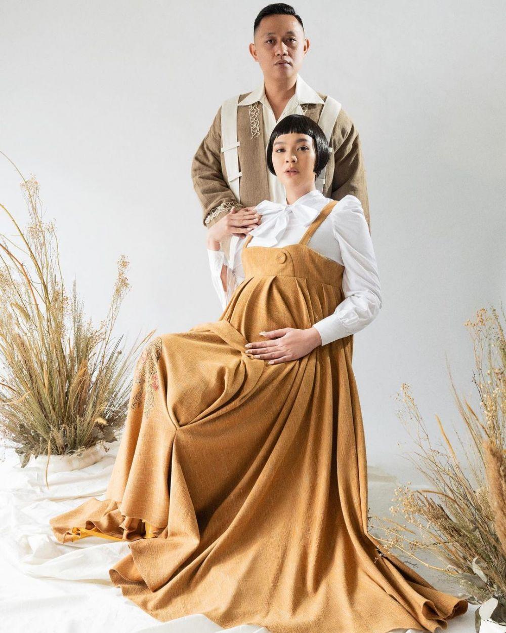Potret maternity Kezia dan suami © Instagram