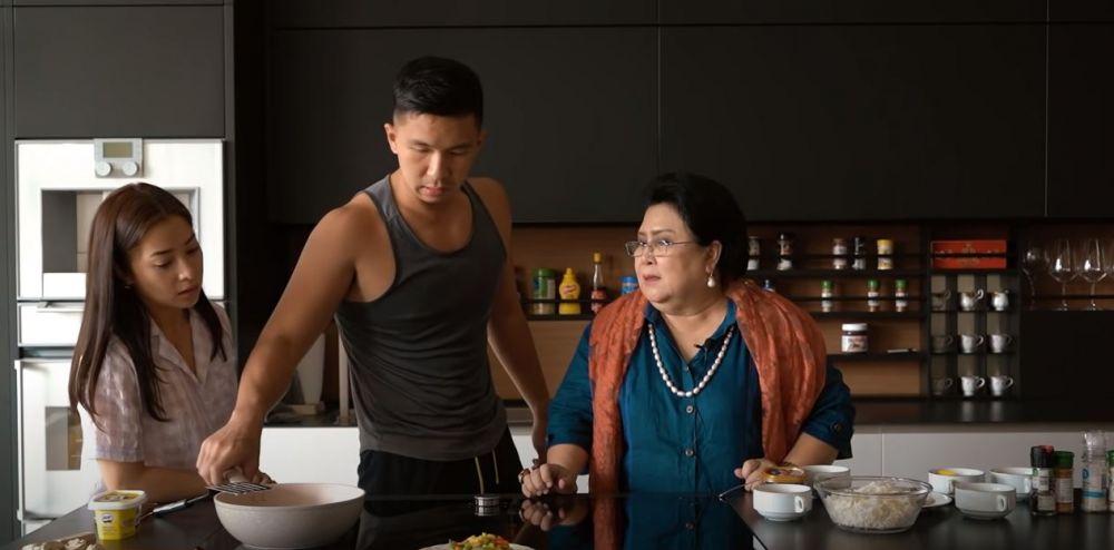 Nikita Willy belajar masak bareng ibu mertua © 2020 brilio.net YouTube