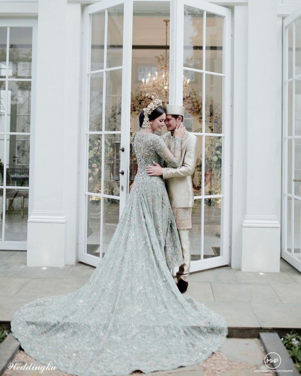 Kebaya nikahan seleb selain putih © 2020 brilio.net