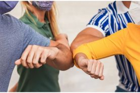 40 Kata-kata bijak memahami sahabat, bantu rekatkan hubungan
