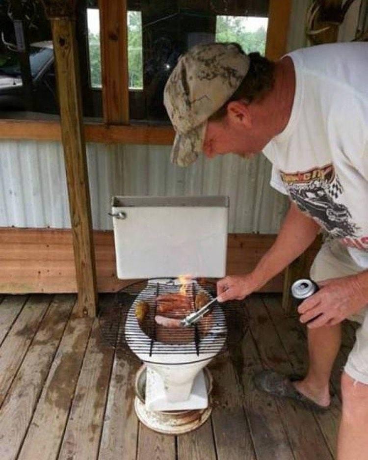 potret absurd bakar daging © Berbagai sumber