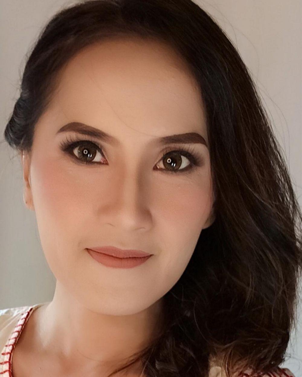 Vina Ferina pakai makeup © Instagram
