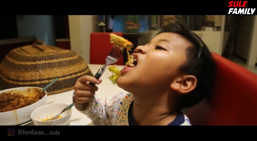 Momen Nathalie Holscher masakin anak bungsu © YouTube