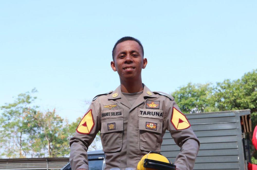 Seleb pria pakai seragam polisi © 2020 brilio.net
