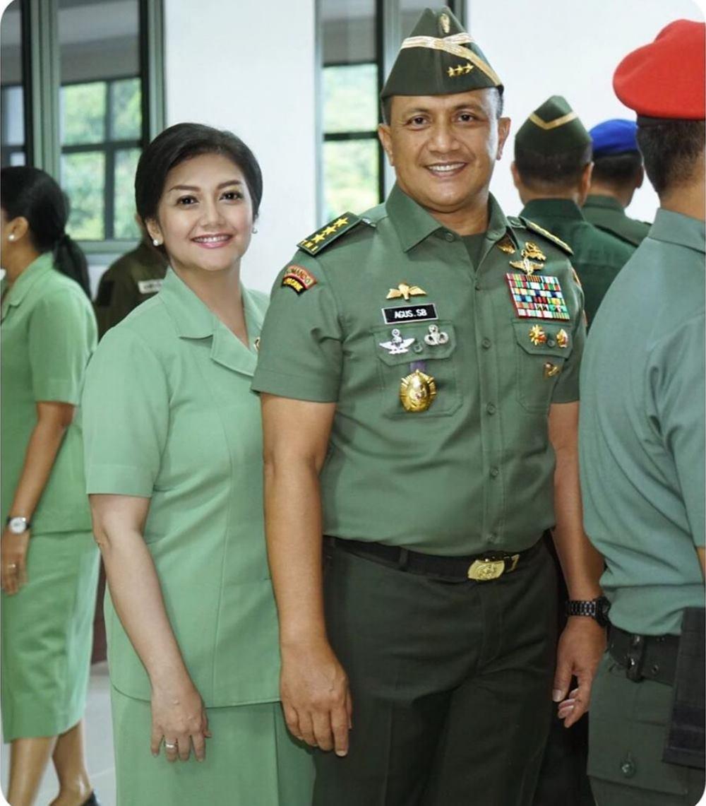 Gaya seleb pakai seragam Persit & Bhayangkari © Instagram