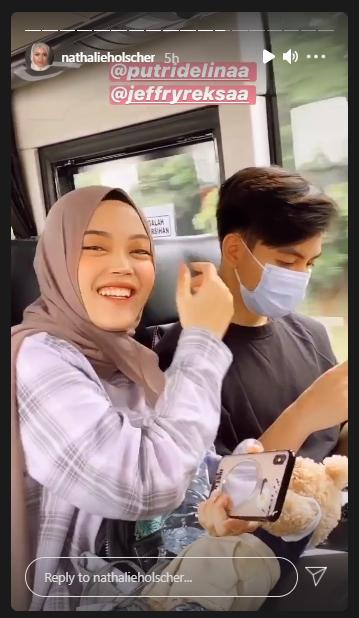 Sule dan Nathalie boyong keluarga besar naik bus Instagram