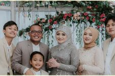 Honeymoon ke Bali, Sule dan Nathalie boyong keluarga besar naik bus