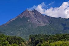 Video detik-detik guguran tebing lava 1954 jatuh ke kawah Merapi