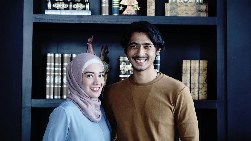 momen mesra Arya Saloka dan istri © Instagram
