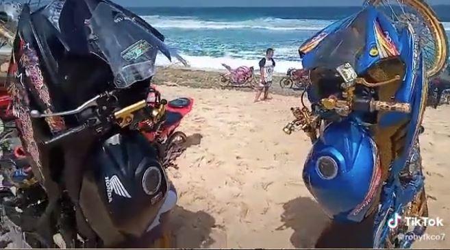 Tanam motor di pantai © 2020 brilio.net