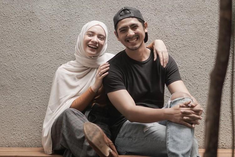 Pesinetron menikah dengan cewek blasteran  © 2020 brilio.net