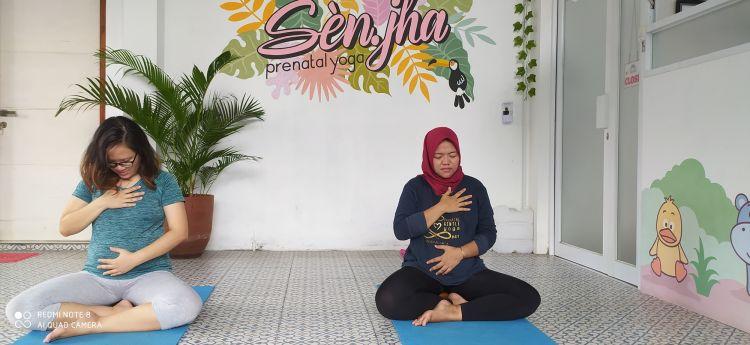 Mereka yang mengaku sehat luar dalam dengan olahraga yoga saat pandemi