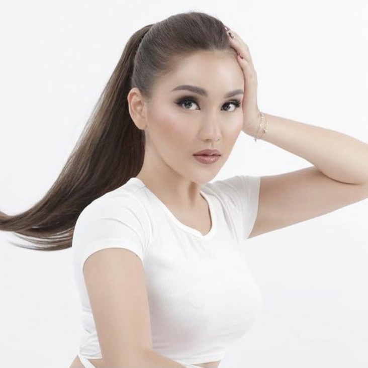 10 Gaya pemotretan Ayu Ting Ting dalam berbagai tema, curi perhatian