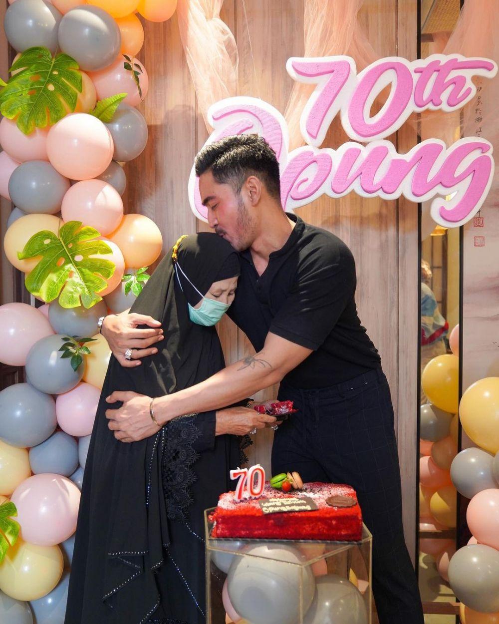 Momen ulang tahun ibunda Robby Purba © 2020 brilio.net/ Instagram