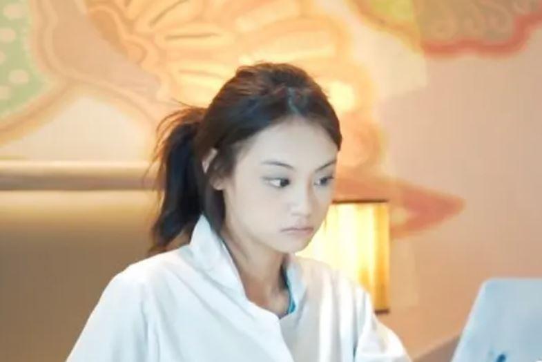 Gege Elisa tanpa makeup © YouTube