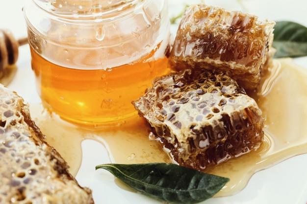 Cara membuat masker dari kopi dan madu © freepik.com