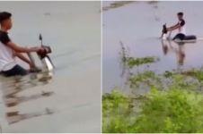 Viral motor tua terjang banjir ini bikin warganet bertanya-tanya