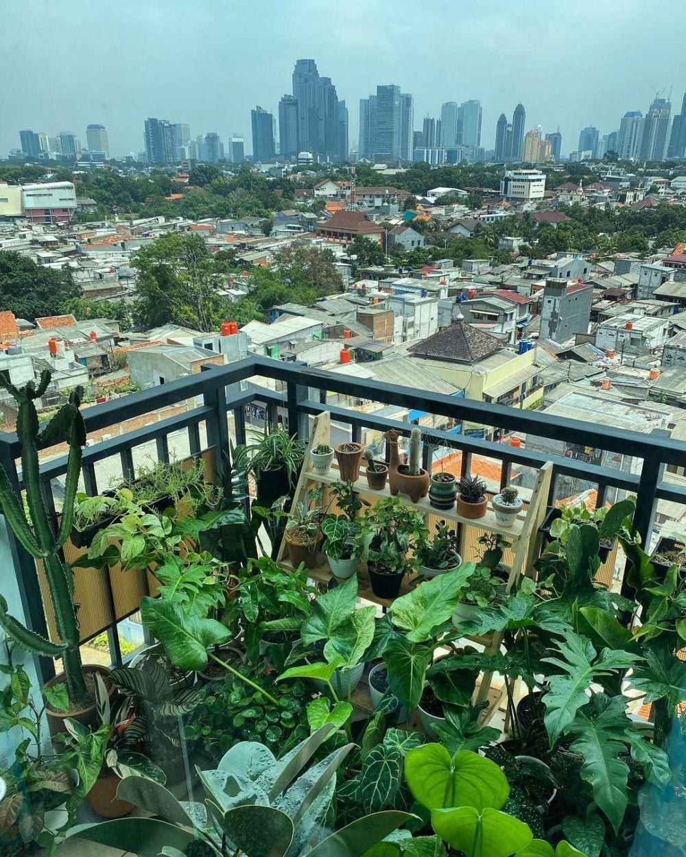 kebun rooftop Meira Anastasia Instagram