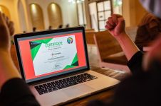 Berkontorbusi penanganan dampak Covid-19, Telkomsel raih penghargaan