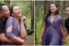 8 Momen prewedding Vicky Prasetyo dan Kalina, foto bareng gajah
