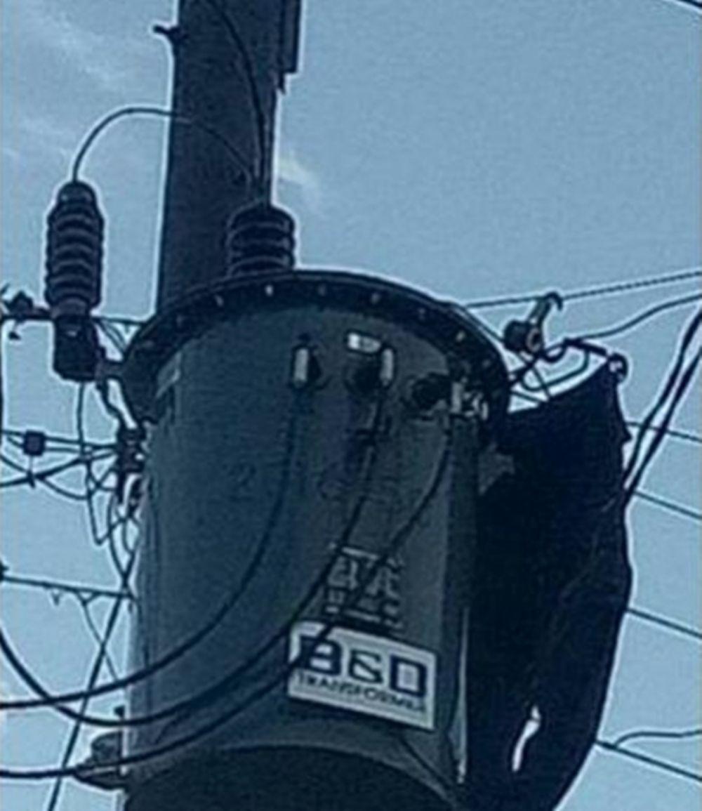 penampakan aneh di tiang listrik © Berbagai Sumber