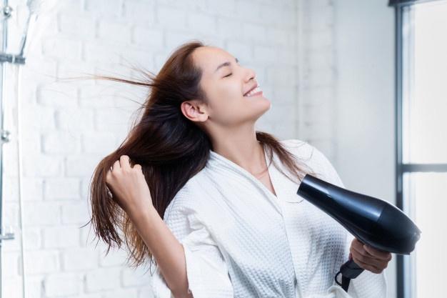 Hal yang harus diperhatikan sebelum membeli hair dryer © 2020 brilio.net